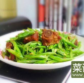四季豆炒酱排