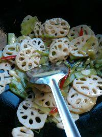 清炒莴苣藕片的做法步骤4