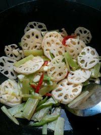 清炒莴苣藕片的做法步骤3