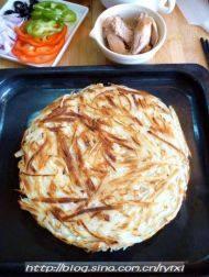 """金枪鱼披萨——土""""豆""""丝饼底的做法步骤12"""