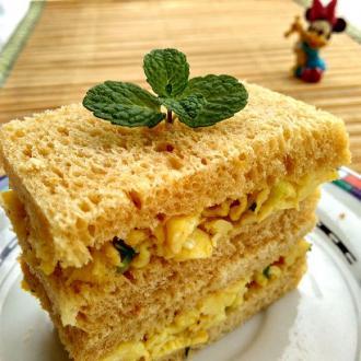 葱花鸡蛋全麦三明治