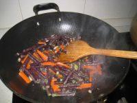 虾酱炒紫豆角的做法步骤6