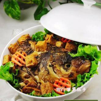 红烧鱼头炖豆腐
