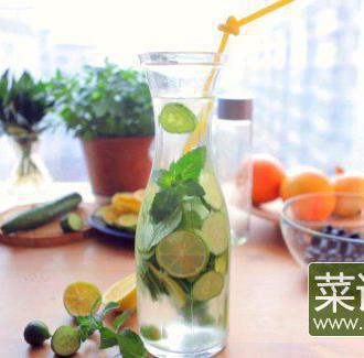 黄瓜柠檬排毒水