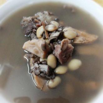土茯苓鸡骨草去湿汤
