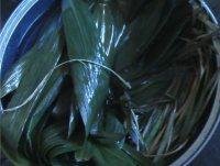高粱米红枣粽子的做法步骤1