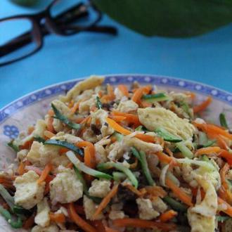 胡萝卜虾皮炒鸡蛋