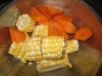 沙葛玉米煲猪腱的做法步骤3