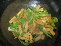 青椒豆腐干的做法步骤5