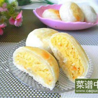 酥皮椰香蛋黄馅月饼
