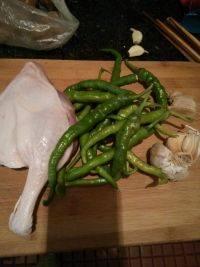 青椒炒鸭边腿的做法步骤1