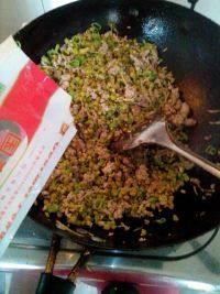 烂肉豇豆炒菜杆的做法步骤9