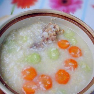 胡萝卜芥蓝咸骨粥