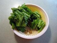 粉丝鱼滑滚芥菜汤的做法步骤2