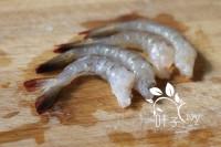 凤尾虾球#非转基因金龙鱼黄金比例调和油#的做法步骤1