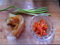 辣白菜炒牛筋的做法步骤1
