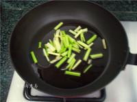 辣白菜炒牛筋的做法步骤3