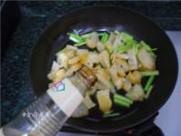 辣白菜炒牛筋的做法步骤5