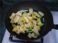 辣白菜炒牛筋的做法步骤4