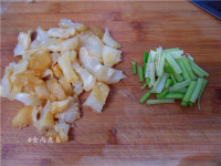 辣白菜炒牛筋的做法步骤2