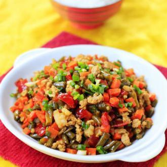 胡萝卜酸豇豆炒肉