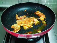 韩式金枪鱼辣白菜炒饭的做法步骤4