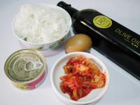 韩式金枪鱼辣白菜炒饭的做法步骤1