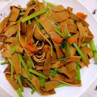 芹菜炒豆腐片