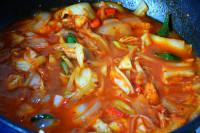 辣白菜炖鲅鱼的做法步骤7