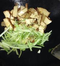 芹菜香干炒腊肉的做法步骤8