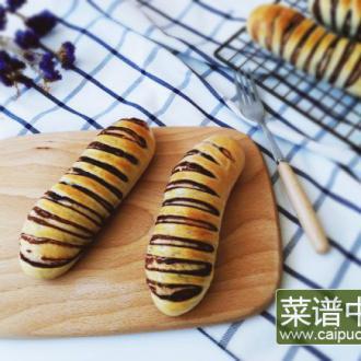 毛毛虫豆沙面包