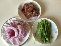 黑椒洋葱青椒炒牛肉的做法步骤1
