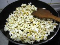 焦糖爆米花的做法步骤8