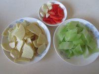 莴苣炒笋片的做法步骤1