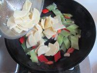莴苣炒笋片的做法步骤5