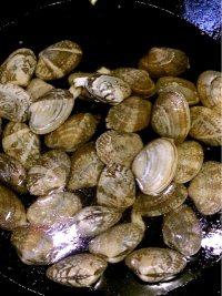 炒花蛤的做法步骤1