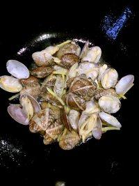 炒花蛤的做法步骤6