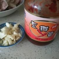 洋葱炒肘子肉片的做法步骤1