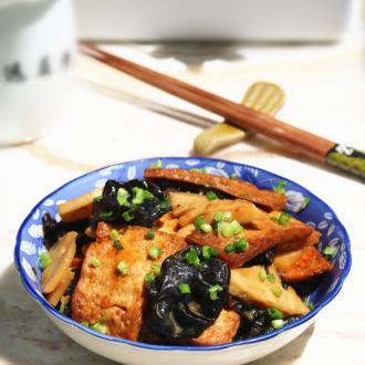 春笋烩豆腐