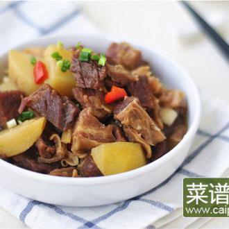 香辣牛腩炖土豆