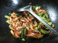 青瓜炒河虾的做法步骤8