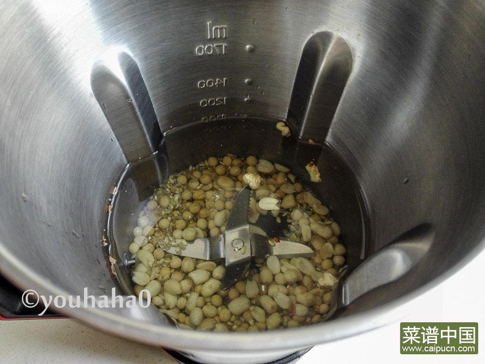 糙米花生豆浆的做法步骤2