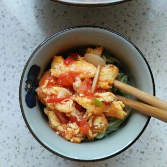 西红柿鸡蛋菠菜面条