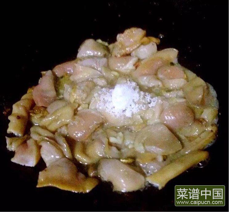 #盛夏餐桌#大蛤炒韭菜的做法步骤5
