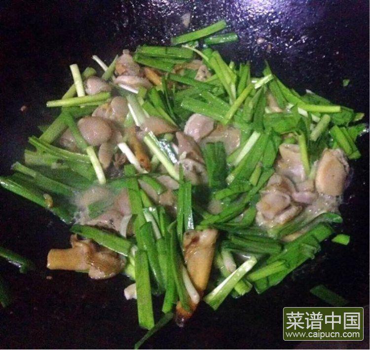#盛夏餐桌#大蛤炒韭菜的做法步骤6