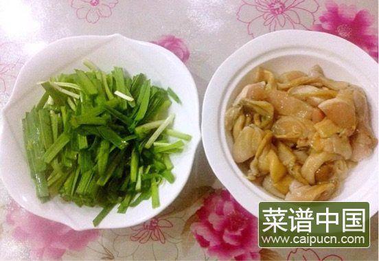#盛夏餐桌#大蛤炒韭菜的做法步骤2