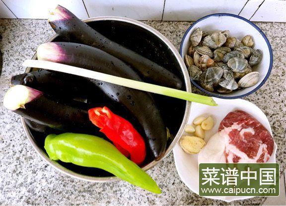 茄条五花肉炖蚬子的做法步骤1