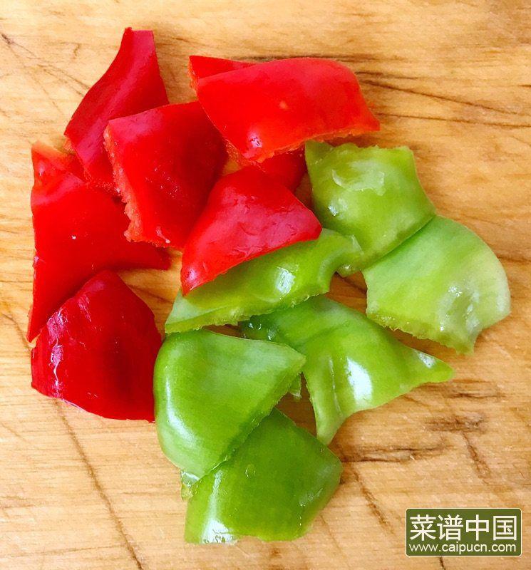 茄条五花肉炖蚬子的做法步骤3