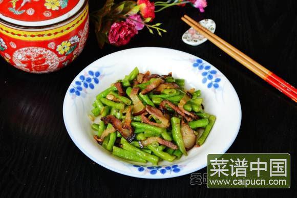 腊肉炒豇豆的做法 步骤