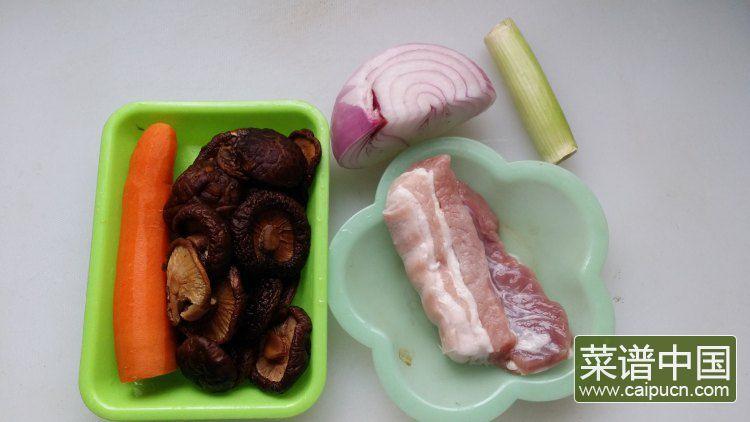 香菇酱肉饭的做法步骤1
